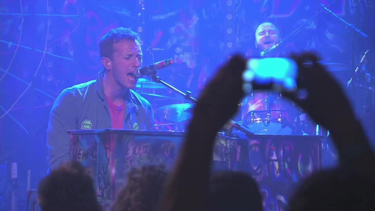 With Coldplay touring Australia, the band's record label, EMI, the Today Network, Foxtel's Max and smartphone company Huawei held a private gig for 350 lucky winners.